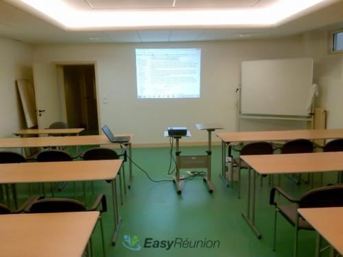 salle de réunion ou de formation avec paperboard